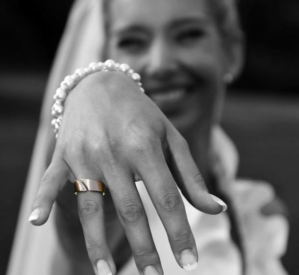 ergoTRAURINGE - Braut mit ergonomischem Trauring